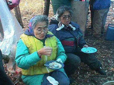 delme-ladies-eating-1.jpg
